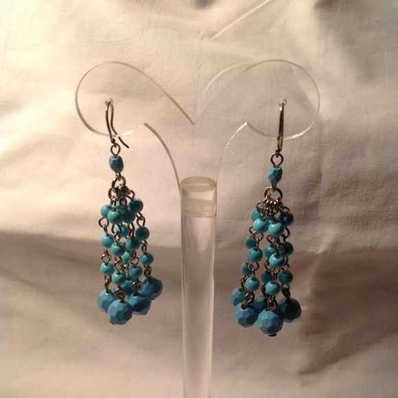 Jewelry - 💙Pretty Turquoise Dangle Pierced Earrings